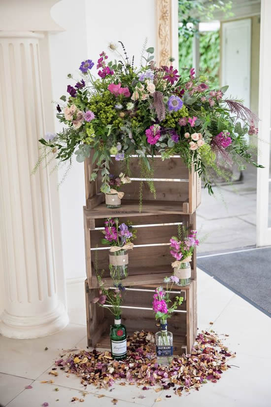 Lindos arranjos em caixotes de madeira