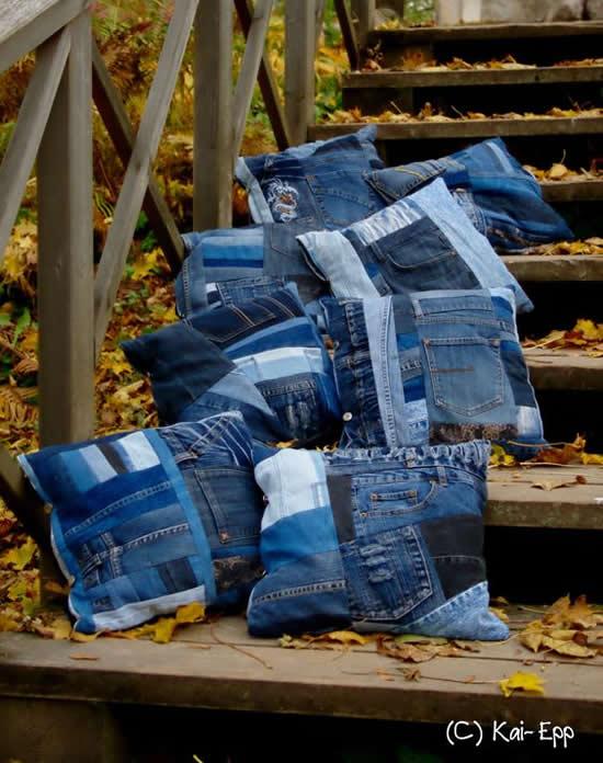 Almofada com calça jeans