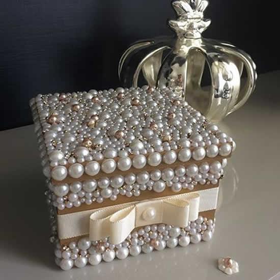 Caixa decorada com pérolas