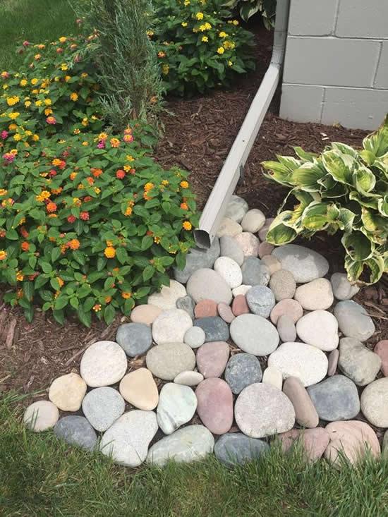 Decoração com pedras em jardins