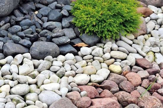 Pedras para decoração de jardim