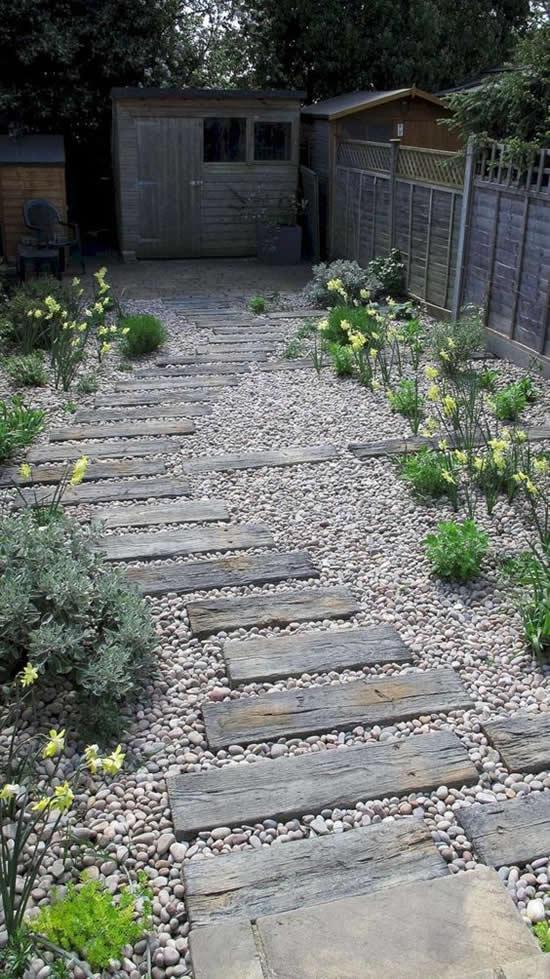 Decorando o jardim com pedras de forma criativa