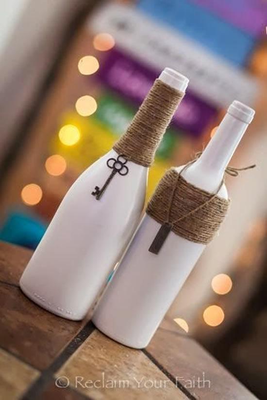 Faça um enfeite com garrafa e barbante
