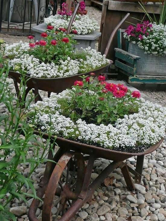 Decoração maravilhosa com flores no jardim