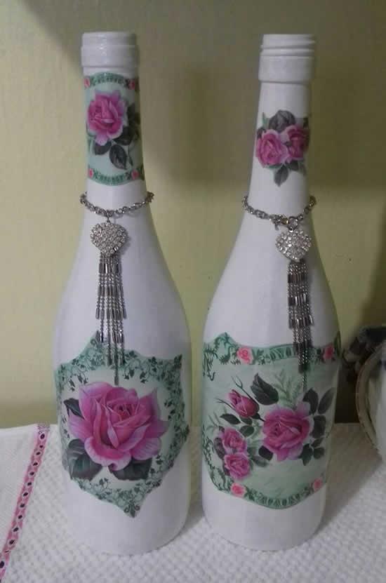 Linda decoupagem com garrafas