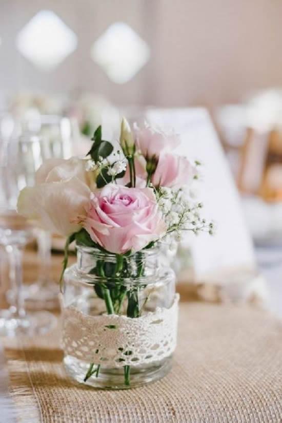 Lindos enfeites de mesa com potes de vidro
