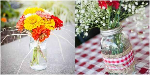 Arranjos de flores em potes de vidro