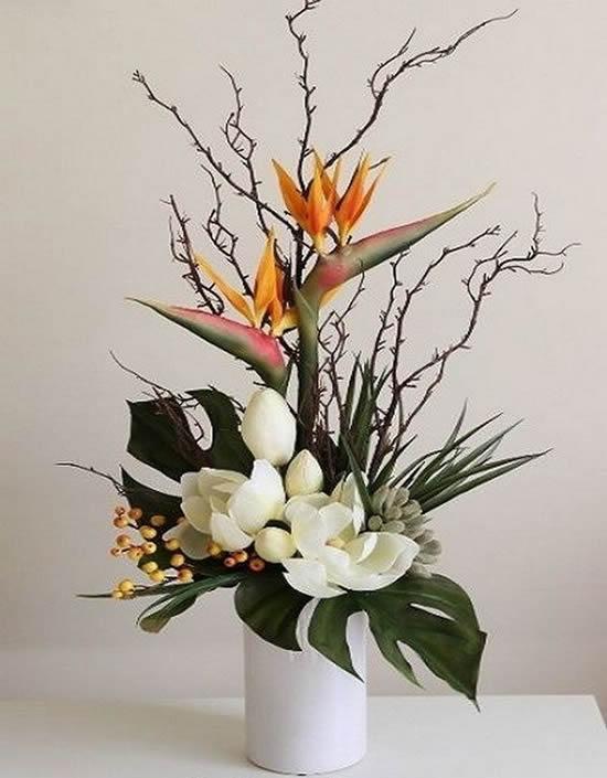 Enfeite para mesa com arranjos florais