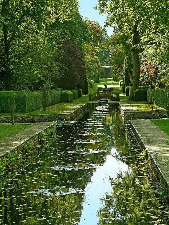 Lindíssimo lago de jardim
