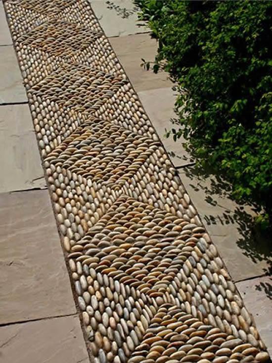 Decoração de piso com seixos
