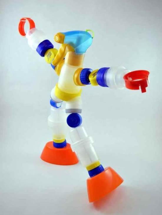Robô com tampa de garrafa PET
