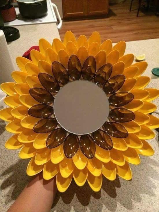 Ideias para decorar espelhos com colheres