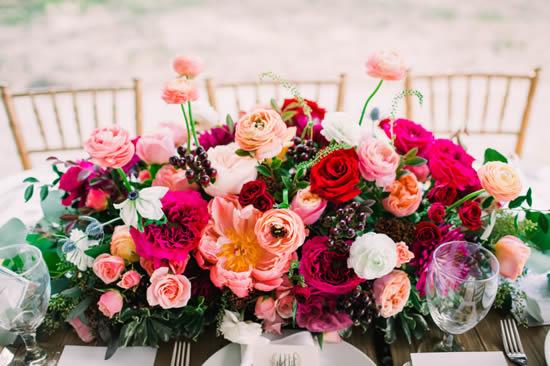 Arranjos de flores para decoração de casamento