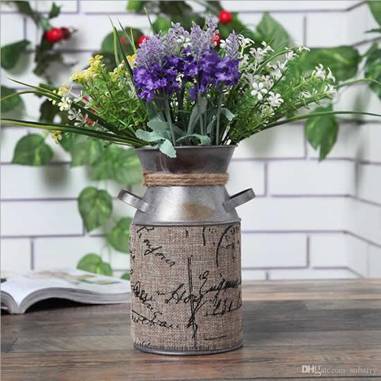 Vasos rústicos lindíssimos decorando
