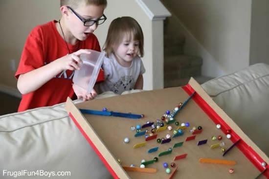 Brinquedo com palitos de picolé