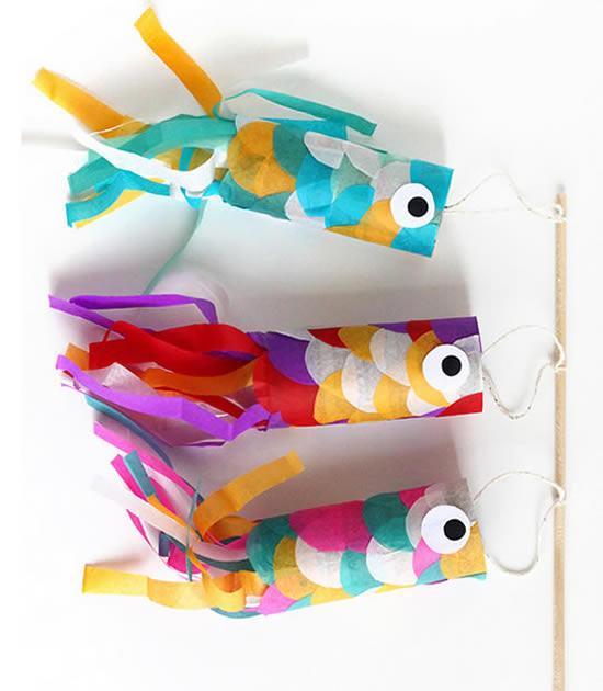 Brincadeira para crianças com rolos de papelão