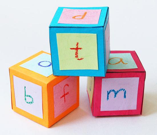 Atividades para crianças com cubos de papel