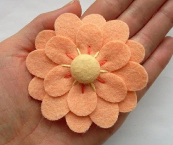 Flor de feltro linda e delicada